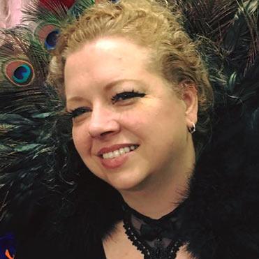 a headshot of Linda